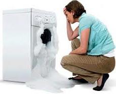 Из стиральной машины льется вода, или что делать, если стиральная машина течет?